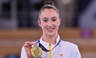 Gouden Nina! IJzersterke Derwael pakt olympische titel aan de brug met ongelijke leggers
