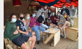 Scouts laten zich niet afschrikken door spat regen tijdens The Long Man Zomerbar