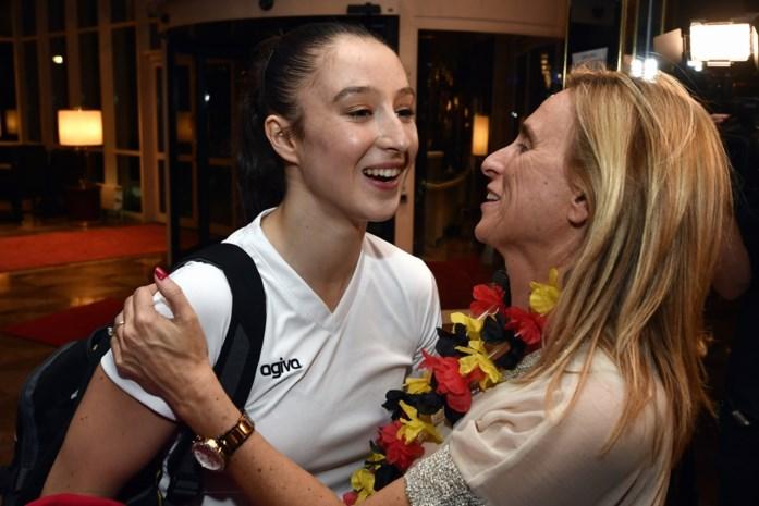 """Mama Derwael fier op gouden Nina: """"Maar die knuffel na de wedstrijd mis ik"""""""