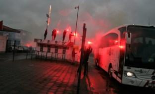 """Strengere straffen voor voetbalfans met bengaals vuur: """"Anders zal er vroeg of laat iemand onder een bus belanden"""""""