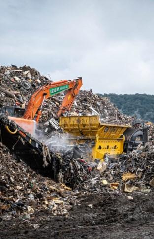 Elke dag komt er 7.000 ton bij: afvalberg na watersnood haast niet te overzien