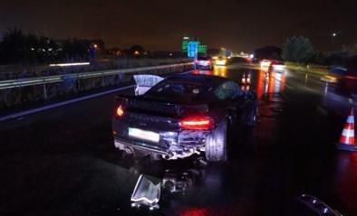 Man slipt met dure Porsche tegen vangrail op E403