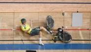 Mirakel in Tokio: Australiër gaat tegen 60 km/u hard onderuit door afgebroken stuur, maar zit half uur later weer op de fiets