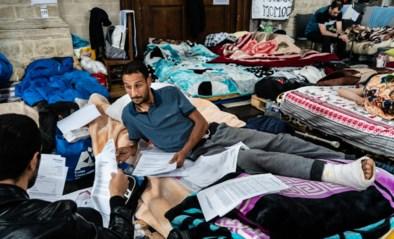 Hongerstakers willen in Begijnhofkerk blijven tot dossiers behandeld zijn