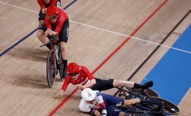Woede na bizarre crash op de olympische baan: Deen kijkt niet uit, knalt tegen achterblijver en scheldt hem de huid vol