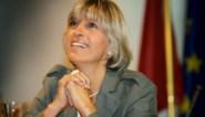 """Jaar na moord op ex-burgemeester Ilse Uyttersprot brengen vrienden eerbetoon: """"De totale waarheid zullen we nooit kennen"""""""