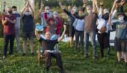 """Gaston Lenaerts zit als eerste in 'De Stoel' en wint cheque van 500 euro: """"Mag ik die strandstoel ook meenemen?"""""""