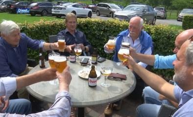 """Gouden tijden liggen al lang achter hen, maar toch komen coryfeeën van weleer nog elke week samen op café: """"Dinsdag is heilig"""""""