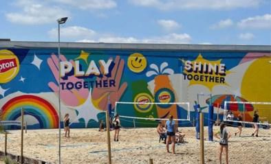Lipton en lokale organisaties laten kansarme jongeren proeven van padel en beachvolley