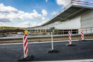 Lus R6 gaat twee weken dicht om beton te vervangen door asfalt