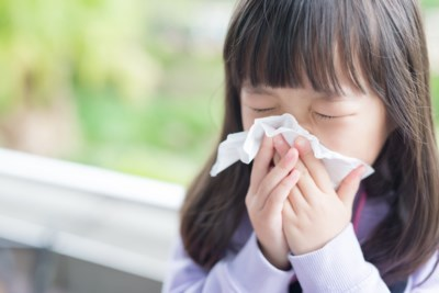 Besmette kinderen hebben minder lang last van coronasymptomen dan volwassenen, maar hoe komt dat?