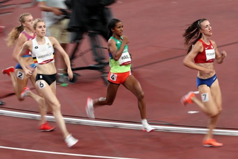"""Elise Vanderelst grijpt naast finaleplek op 1.500 meter: """"Dit is niet het toneel waarop ik graag geklopt word"""""""