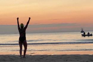 """Kinderpsychiater Haïke (50) zwemt het Kanaal over als eerste Belgische vrouw in 30 jaar: """"Opgeven staat dan wel niet in mijn woordenboek, toch was het niet zo evident"""""""