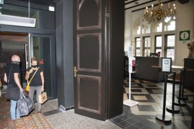"""""""Dat is toch absurd?"""" Infopunt verhuist in hetzelfde gebouw, maar huurprijs gaat van 1 euro naar 48.000 euro per jaar"""