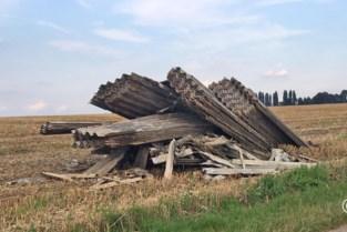 Grote partij asbestplaten gedumpt op veld in Sint-Truiden