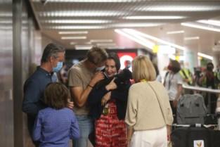 Nina Derwael komt aan in Zaventem: mama, papa en vriend Siemen wachten golden girl op