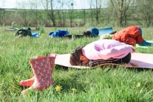"""Gentse doctoraatsstudente Laurence (26) leert peuters en kinderen yoga: """"Zo hun fantasie prikkelen"""""""