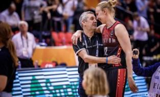 Onze basketbalwatcher Patrick Ceulemans wuift Belgische basketballegende Ann Wauters uit