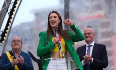 Nina Derwael maakt blijde intrede voor 3.000 trotse Truienaren