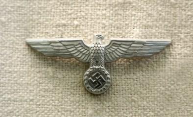 Nazi-schat gevonden achter verborgen wand nadat muur nat was geworden door overstromingen