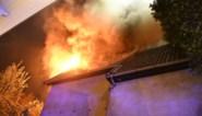 Leegstaande gekraakte villa brandt uit