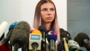 """Wit-Russische sprintster in Polen herenigd met man, twee trainers gestraft: """"Oma belde me op weg naar luchthaven: je bent niet veilig"""""""