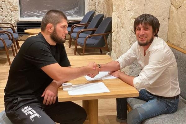 Van een carrièreswitch gesproken: voormalig MMA-kampioen Khabib Nurmagomedov tekent bij Russische derdeklasser