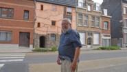 """Daniël (74) fleurde straat op met heel opvallende gevel: """"Eerst reageerden mensen sceptisch, ondertussen zijn ze het al gewoon"""""""