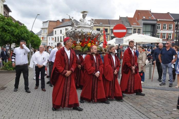 """Processie brengt Geraardsbergenaars samen: """"We hebben hier enorm naar uitgekeken"""""""