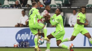 Wolfsburg wint topper tegen Leipzig en staat aan kop in Duitse Bundesliga