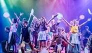 RECENSIE. Kindercast knalt in musicalversie van Mark Tijsmans-boek 'Het geheim van te veel torens'