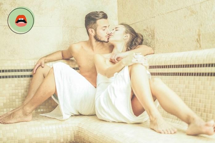 """BEDPRAAT. """"Hij draaide me met mijn gezicht naar het saunabankje en duwde zijn lijf tegen mijn billen"""""""