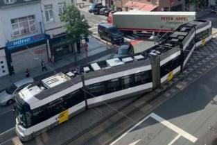 Ontspoorde tram zorgt voor fikse verkeershinder in Merksem