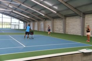 Tennisclub neemt nieuwe hal in gebruik