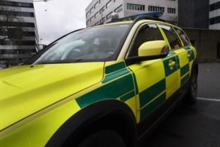 Vijftiger gewond bij aanrijding tussen twee auto's