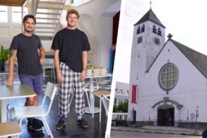 """Nieuw koffiehuis in oude Gentse kerk: """"Hier kost een bakje troost slechts 1,20 euro"""""""