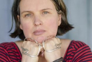 Rianne (51) verkoopt eigen foto's om operatie te kunnen betalen