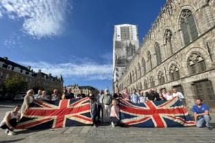 """Gisteren met Britse vlaggen zwaaien om oorlogstoeristen terug te halen, vandaag al nieuwe regel: """"Eerste veldslag gewonnen"""""""