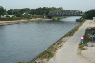 Jaagpaden aan spoorwegbrug afgesloten voor aanleg brug fietsostrade