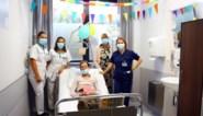 """Lydia (75) 'viert' honderdste chemokuur: """"Ik doe het voor mijn kleinkinderen"""""""