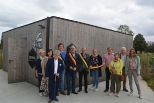 """Oosterzele opent bijenhal en werkt verder aan belevingstuin: """"Scholen welkom om alles over honingbij te leren"""""""
