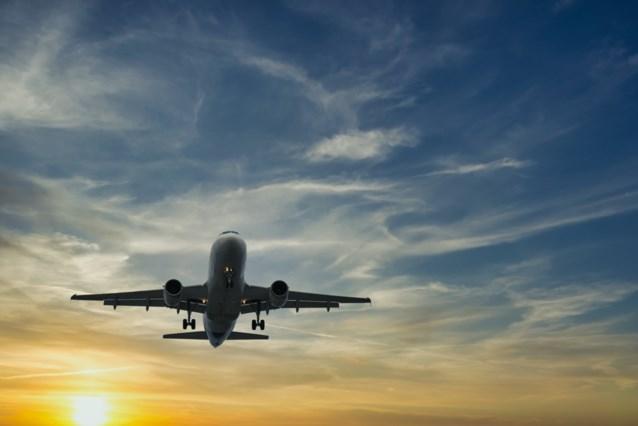 Vliegtuig moet tussenstop maken omdat man weigert toilet te verlaten
