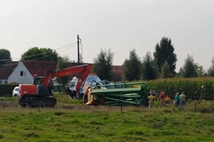 Vrachtwagen gekanteld: mazout gelekt in gracht Haagstraat