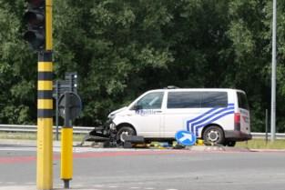 Politiecombi betrokken bij ongeval: twee agenten naar ziekenhuis