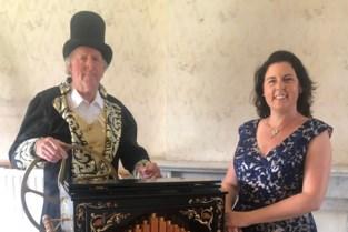 Willy is Belgisch kampioen orgeldraaien, met de hulp van zijn dochter