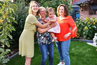 Familie viert viergeslacht met vertraging