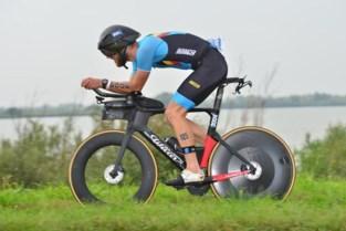 Adam Lambrechts is wereldkampioen aquabike