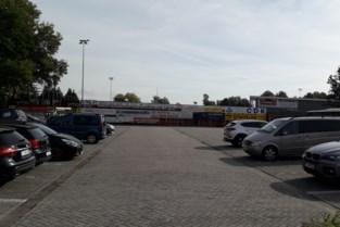 """Tonnagebeperking op parking FC Sint-Lenaarts: """"Te gevaarlijk voor kinderen"""""""