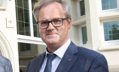 Peter (55) gaat voor opvallende carrièreswitch: directeur hotelschool wordt priester