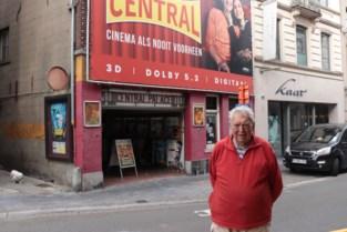 """Het wordt nachtwerk om alles klaar te krijgen maar woensdag opent Paul (76) na elf maanden sluiting weer de deuren van Cinema Central: """"Ik stop pas als ik erbij neerval"""""""